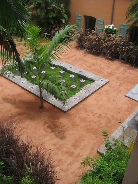 """""""Fuente de hierba"""" en el jardín de la dirección regional de asuntos culturales de Saint-Denis en Reunión (Francia)."""